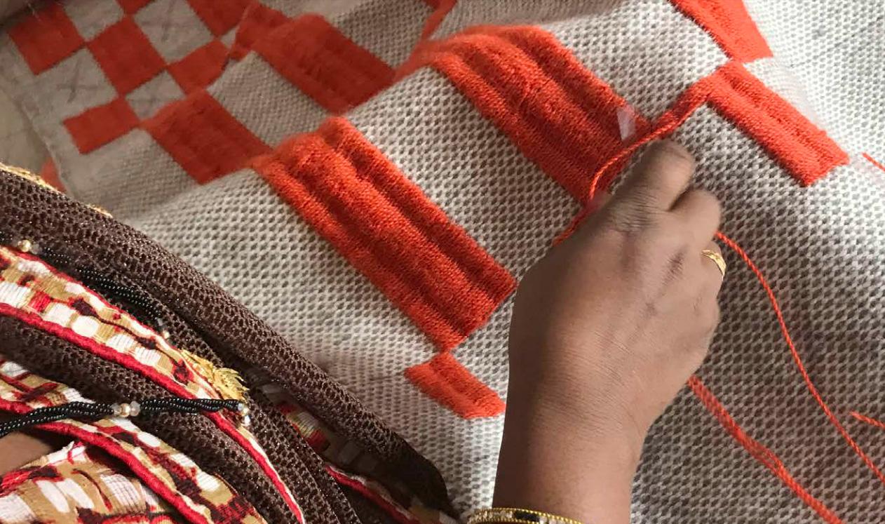 一枚一枚、丁寧に手で編まれている手工芸をベースとしているGANのラグ